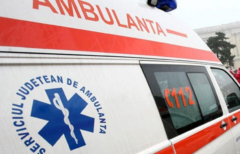 Doi bebeluși transportați la spital după ce au fost răniți într-un accident rutier