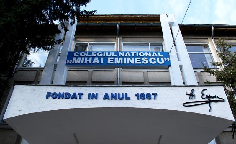 """Doi elevi ai Colegiului """"Eminescu"""" au coronavirus, o clasă este în izolare"""