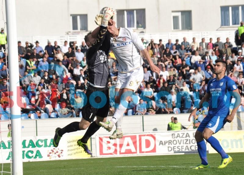 Doi jucatori de la FC Botosani s-au accidentat la meciul cu Pandurii