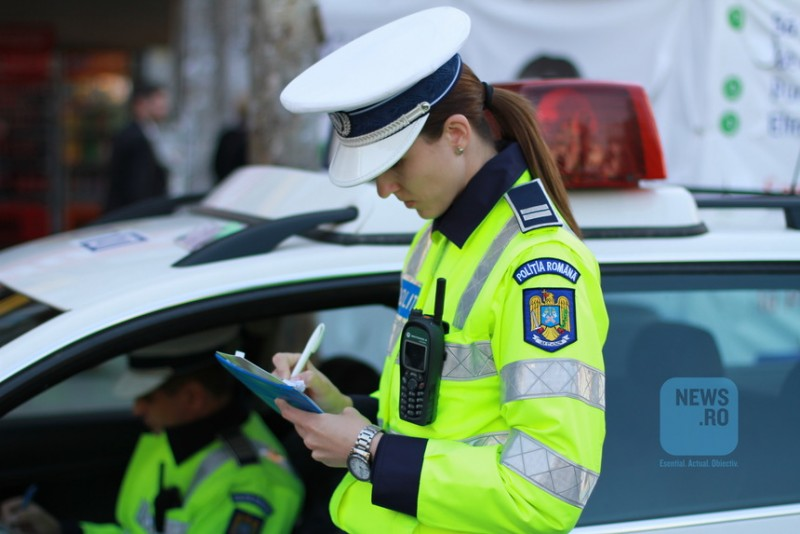 Doi poliţişti au fost prinşi în timp ce conduceau sub influenţa alcoolului. Unul a fost sancţionat contravenţional, pentru celălalt s-a deschis dosar penal