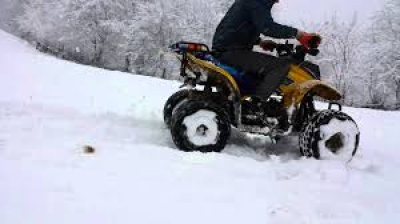 Doi tineri din Botoșani s-au răsturnat cu ATV-ul în albia unui pârâu!