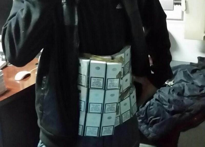 Dorohoian prins cu 1000 de țigări de contrabandă ascunse sub haine!