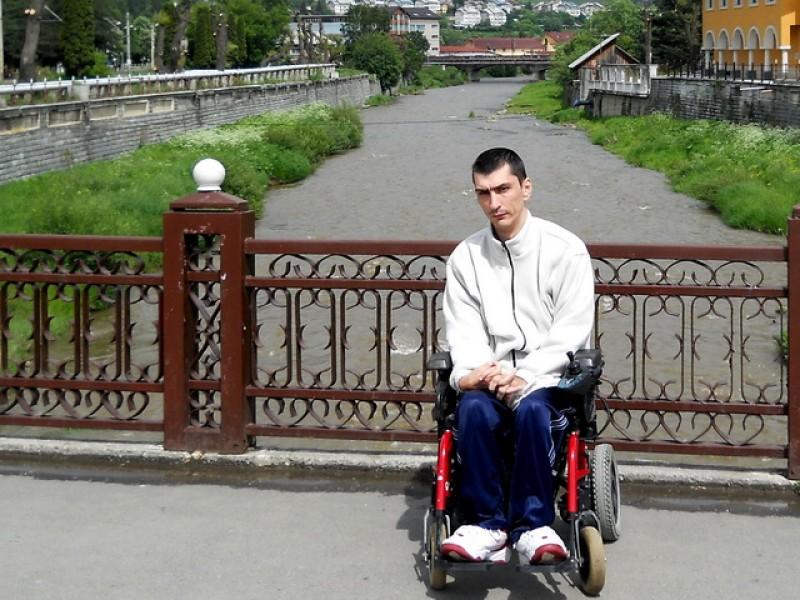 Dorohoianul Marius Giradă revine în atenţie cu o petiţie pentru extinderea asistenţei medicale
