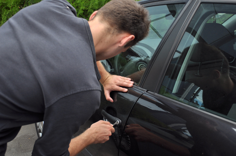 Dosar penal, la 19 ani: A condus, fără să dețină permis, o mașină care nu îi aparținea!