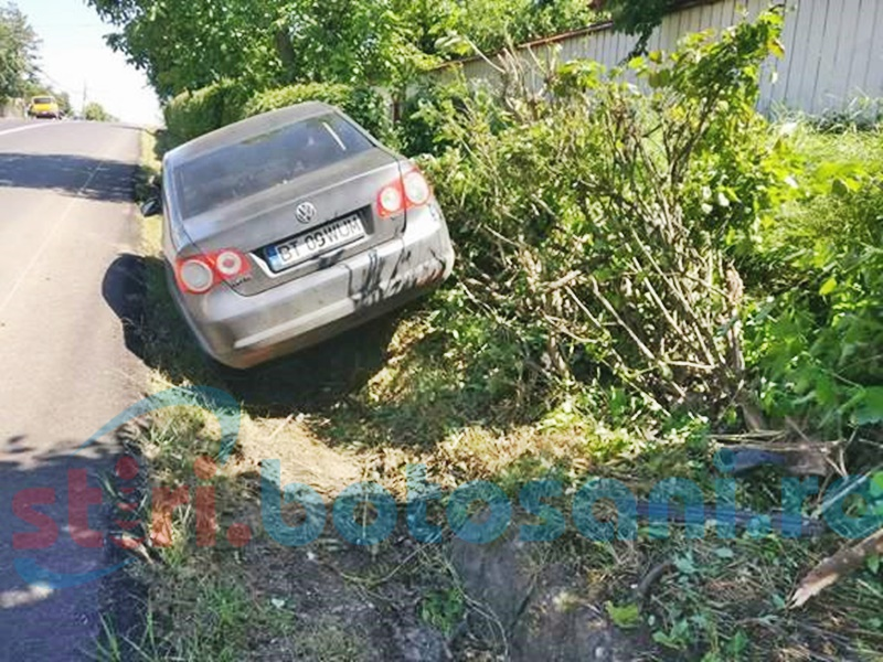 Dosar penal pentru accidentul de la Ungureni, în care maşina unui poliţist a ajuns într-un mal de pământ!