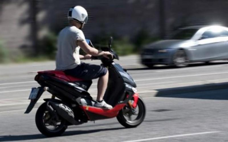 Dosar penal pentru un bărbat care conducea fără permis un moped