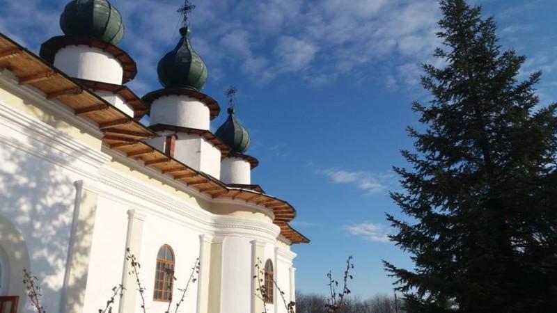 Dosarul privind proprietăţile Mânăstirii Agafton se întoarce la Judecătoria Botoşani!