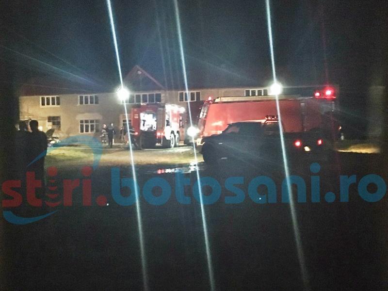 Două autoturisme și o anexă distruse într-un incendiu, la Șendriceni! FOTO