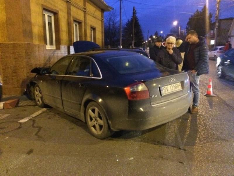 Două maşini au fost grav avariate după un accident petrecut pe strada Tudor Vladimirescu din Botoşani- FOTO