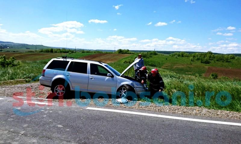 Doua masini avariate, in urma unei dapasiri riscante! FOTO