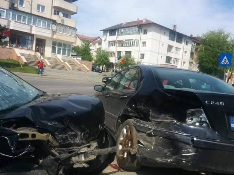 Doua masini distruse si una avariata de un sofer cu o concentratie alcoolica uriasa!