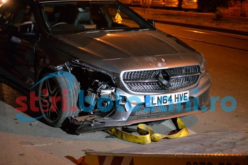 """Două maşini parcate, avariate de un """"stranier"""" cu autoturism de lux! FOTO"""