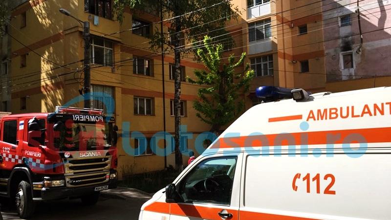 Doua persoane bolnave, blocate intr-un apartament din Dorohoi! Pompierii au intrat pe geam! FOTO