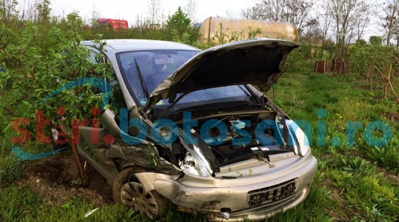 Doua persoane ranite intr-un accident pe drumul Botosani - Dorohoi! O masina a iesit in decor! FOTO