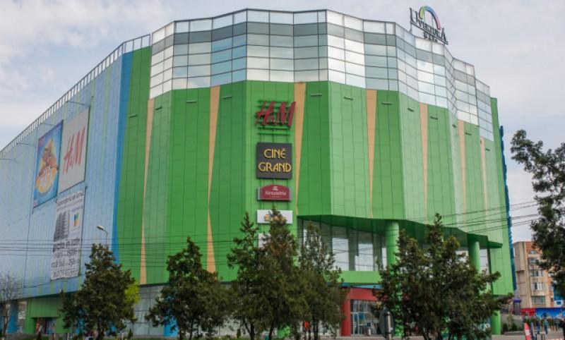 Două puștoaice au pus pe jar întregul Mall de la Botoșani