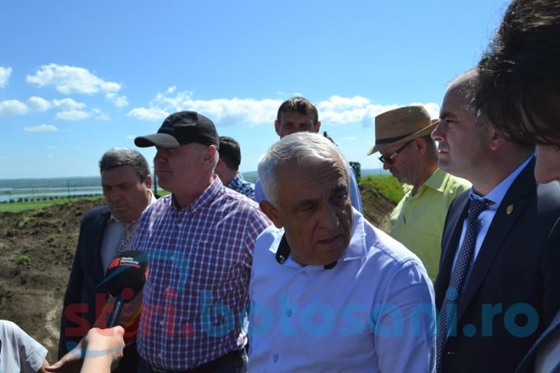 Două zile până la anunţata vizită a ministrului Daea la Manoleasa! Sistemul de irigaţii nu funcţionează încă