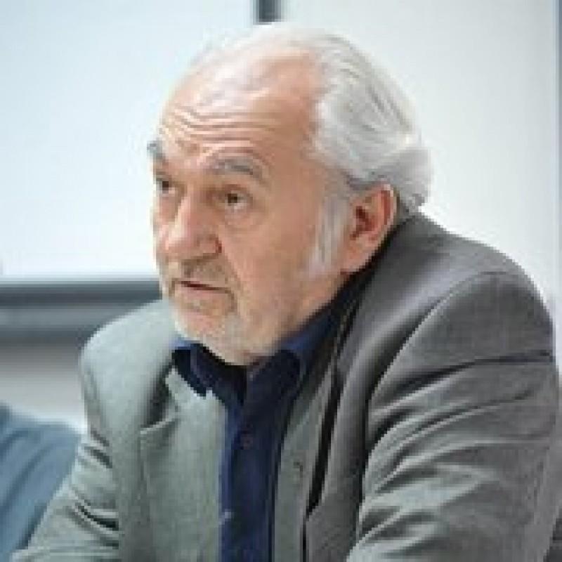 """Dr. Pavel Chirilă, despre medicina personotropică. """"Dacă bolnavul nu ţi-a zâmbit sau nu a plâns, încă nu ai ajuns la inima lui!"""""""