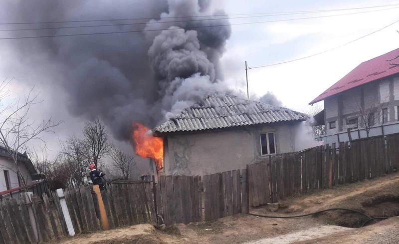 Dramă într-o familie cu cinci copii din Flămânzi: În trei săptămâni le-a ars casa de două ori