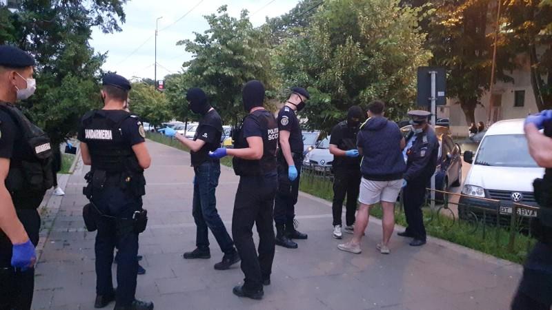 Droguri confiscate de polițiștii botoșăneni în plină stradă