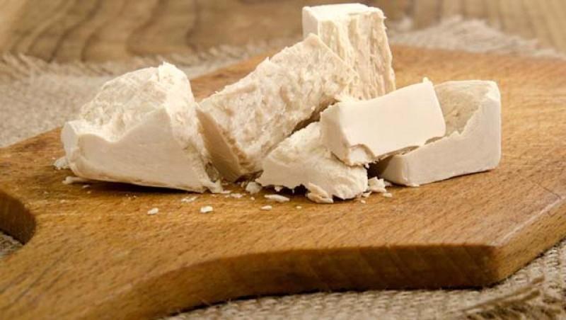 Drojdia, unul din cele mai căutate produse de pe Google. Iată cum se fac pâine, chifle, pizza sau covrigi fără drojdie