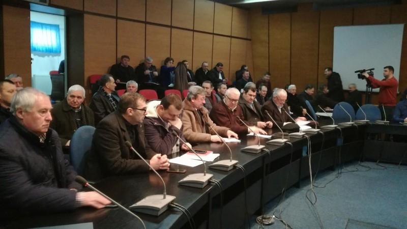 """Primari """"muți"""" la consultarea privind banii pentru drumuri și dezvoltare"""