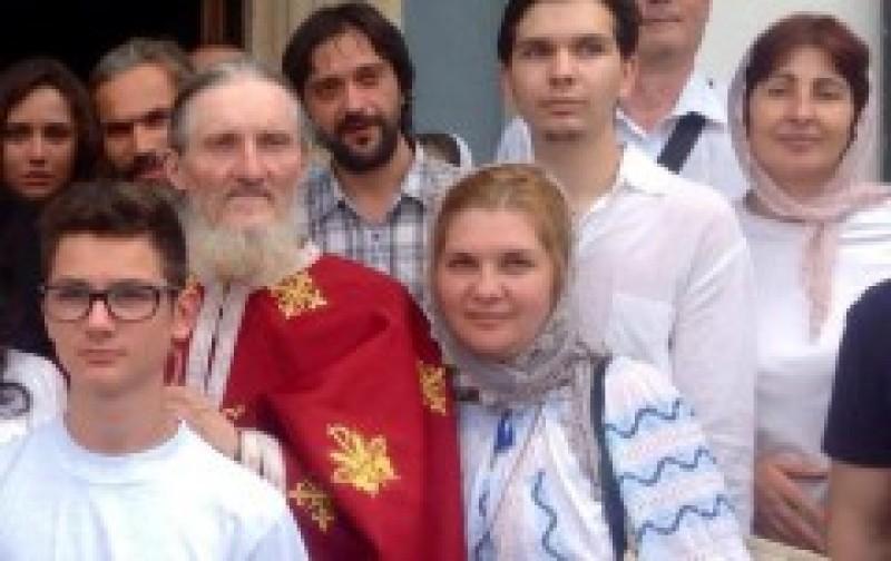 După ani de monahism, fostul actor Dragoş Pâslaru a devenit Părintele Valerian