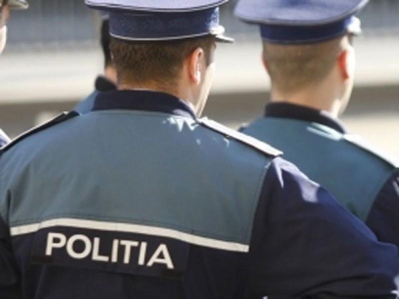 După ce a pierdut o portieră pe drum, un polițist din Dorohoi este cercetat și pentru ULTRAJ