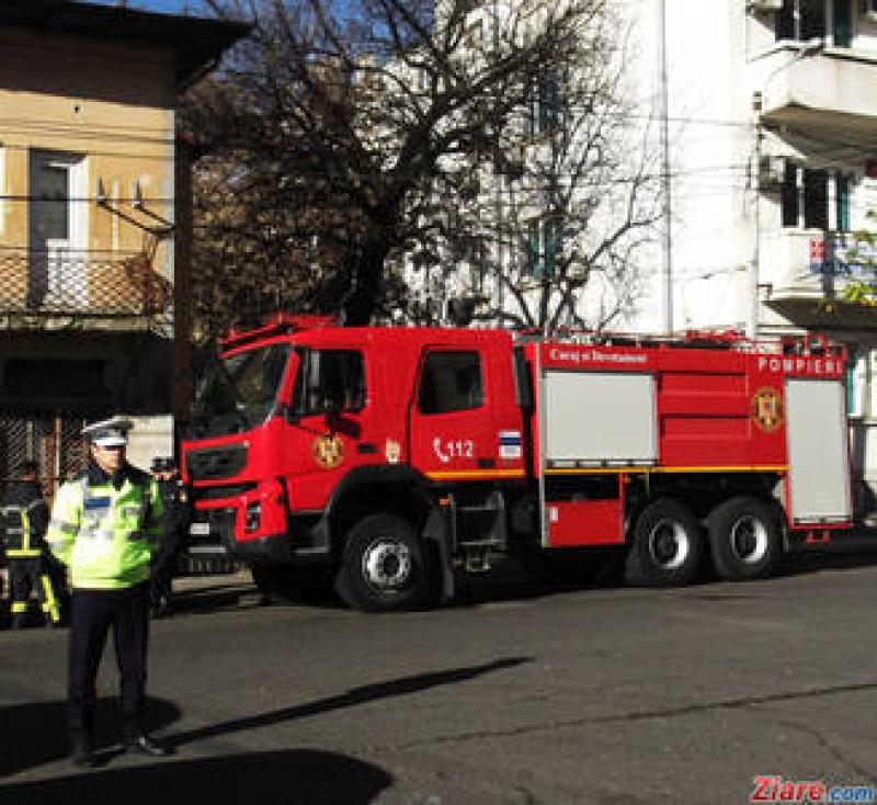 Dupa o cearta cu sotia, un politist DIPI a dat foc apartamentului in care locuia si a impuscat doi oameni