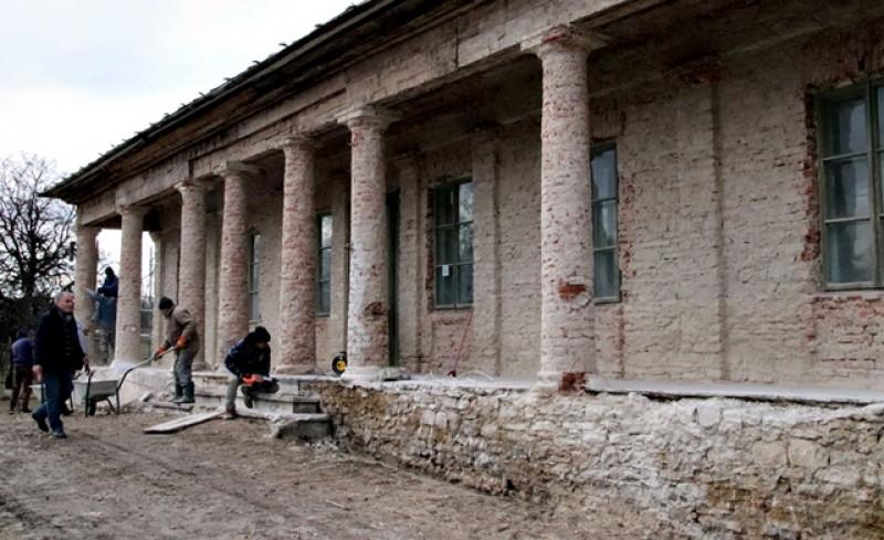 După zeci de ani de ignoranță, conacul lui Ion Pillat de la Miorcani a intrat în reabilitare