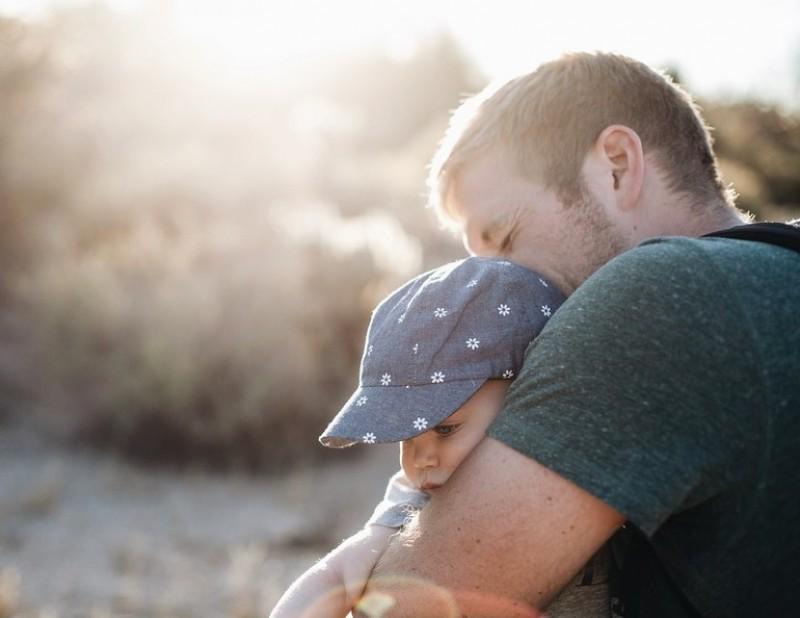 Durata concediului paternal nu va mai fi dublată. Măsura genera un efort financiar suplimentar pentru angajator
