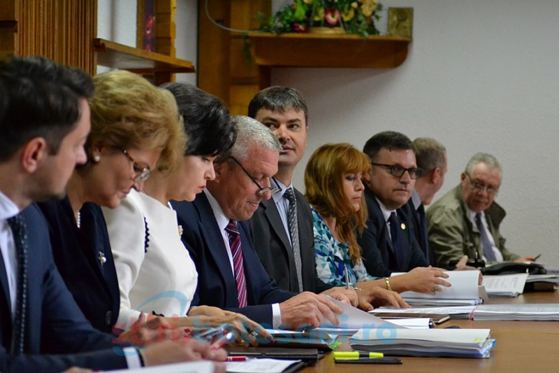 Durerea şefului Consiliului Judeţean- discrepanţele salariale de la Nova Apaserv, de la talpă la vârf