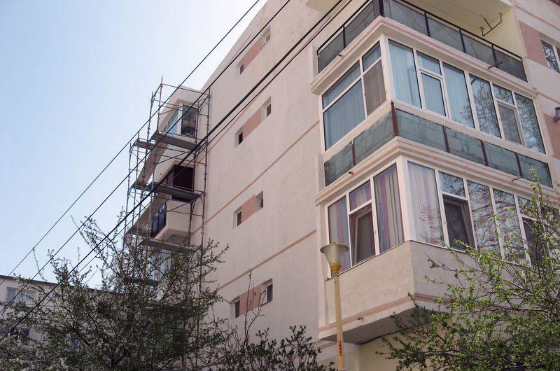 E BINE SĂ ȘTII: La repararea terasei blocului trebuie să participe financiar toți locatarii, indiferent de etajul la care locuiesc!