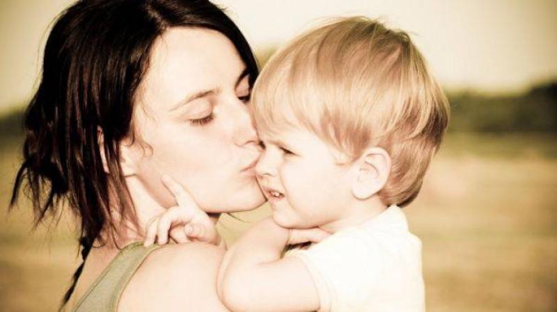 E oficial! Guvernul a plafonat indemnizaţiile pentru mame