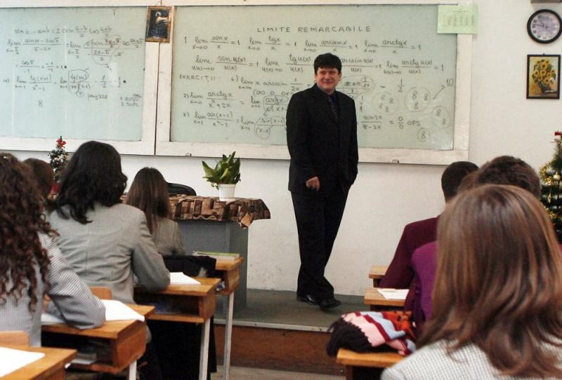 "E OFICIAL! Profesorul de matematica, Cristi Pustai, noul antrenor al FC Botosani: ""E pe drum"""