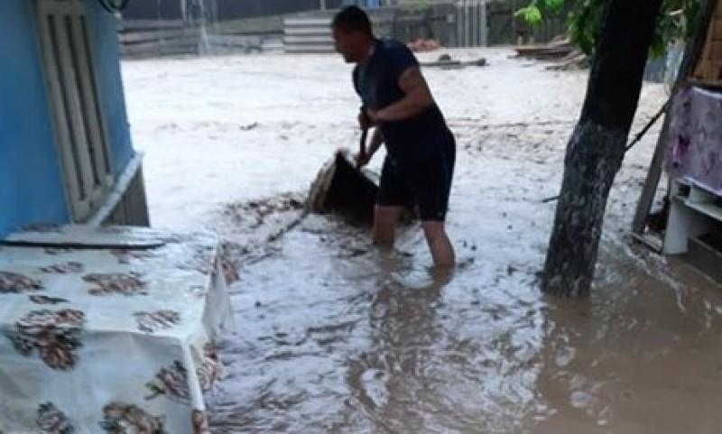"""E prăpăd în județul Botoșani! """"Suntem distruși, bunica e în stare de șoc!"""" FOTO, VIDEO"""