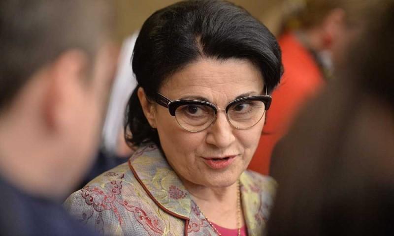 """Ecaterina Andronescu le pregătește elevilor """"ore remediale""""!"""