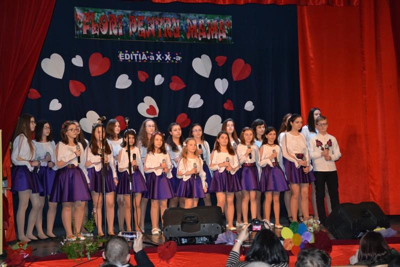 """Ediție aniversară a Concertului omagial """"Flori pentru mama"""" - FOTO"""