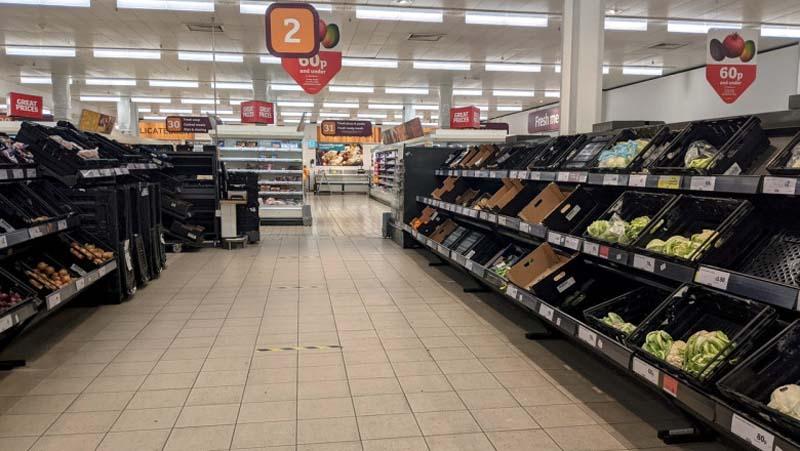 Efectul Brexit: Rafturile supermarketurilor din Marea Britanie încep să fie GOALE
