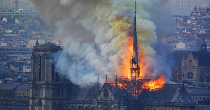 El este eroul de la Notre Dame: A salvat Sfântul Sacrament și Coroana de Spini a Mântuitorului