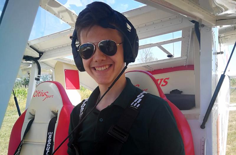 "Elev al Colegiului ""A.T. Laurian"" admis la cursurile de pilotaj aeronave"