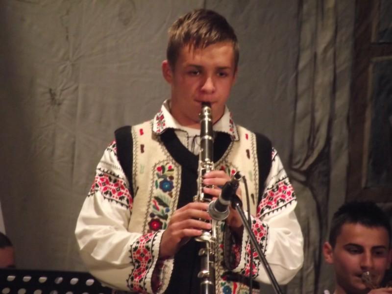 """Elev al Scolii Populare de Arta Botosani, premiat la Concursul Internaţional de folclor """"Cântecele neamului"""""""