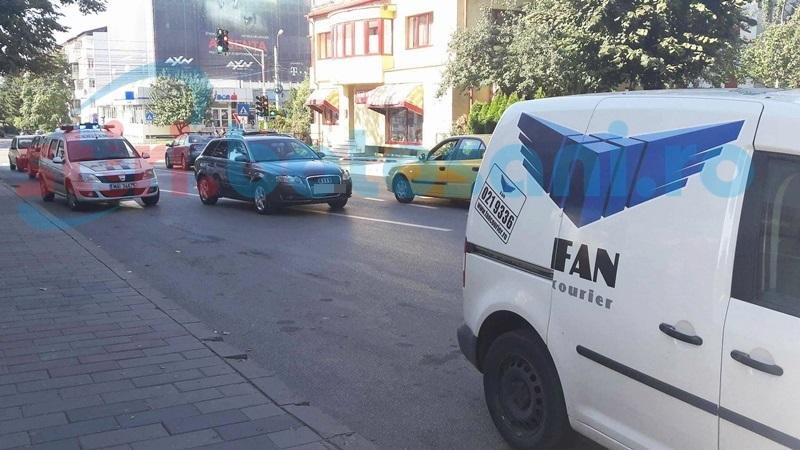 """Elev lovit de o maşină lângă Colegiul Naţional """"M. Eminescu""""! FOTO"""
