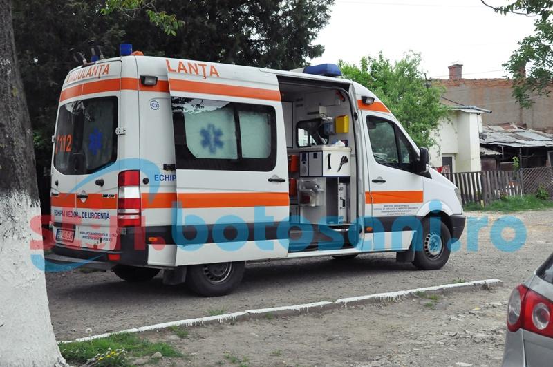 Elev transportat la spital, după ce a fost bătut în fața liceului!