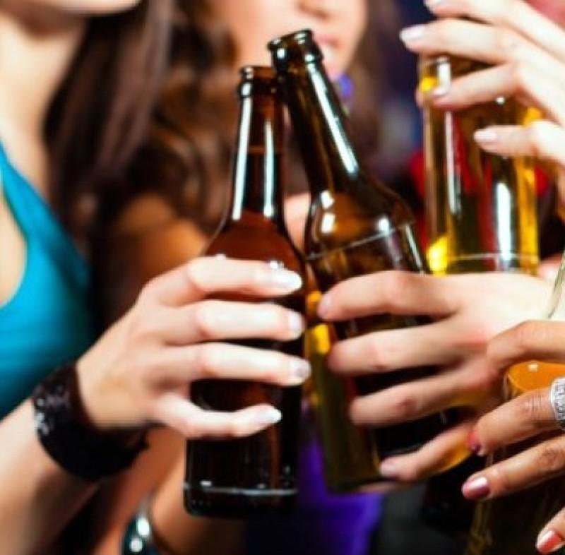 Elevă de 14 ani, la un pas de comă alcoolică!