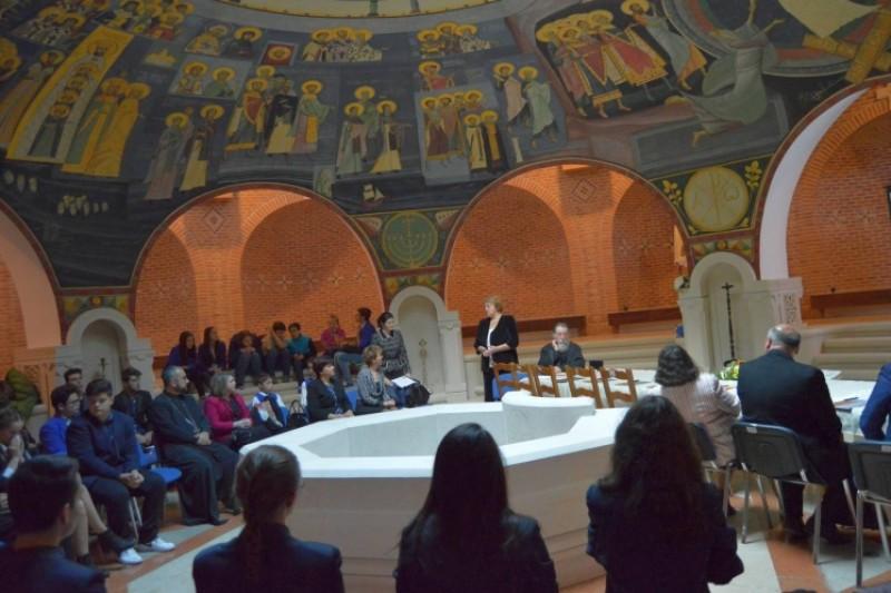 """Elevi din Botoşani, câştigători ai concursului """"Religia în dimensiune virtuală""""!"""