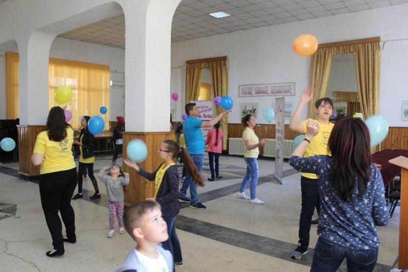 """Elevi, liceeni, studenți și adulți iubitori de frumos la """"Dezvoltare muzicală pentru toți!""""! FOTO"""