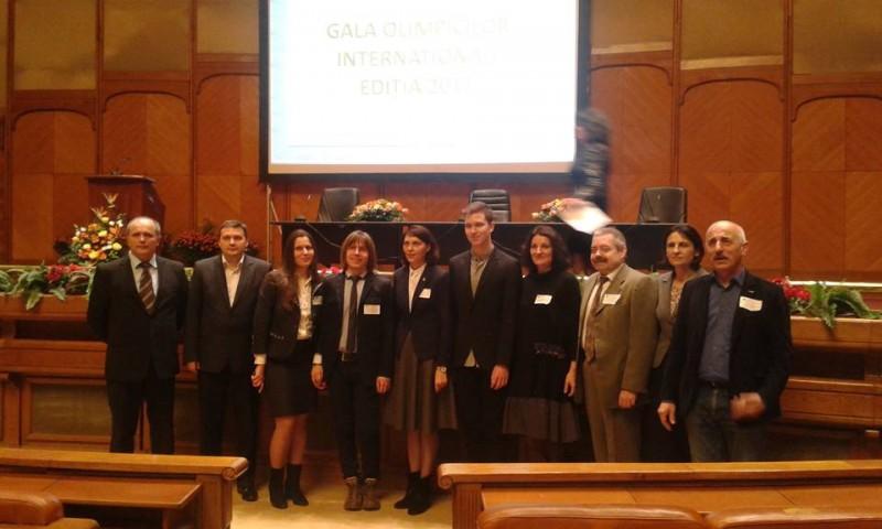 Elevi și profesori de la Colegiul Național M. Eminescu, premiați la Parlament