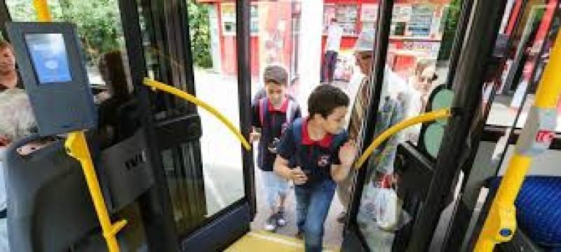 Elevii ar putea beneficia de reduceri mai mari la transportul local