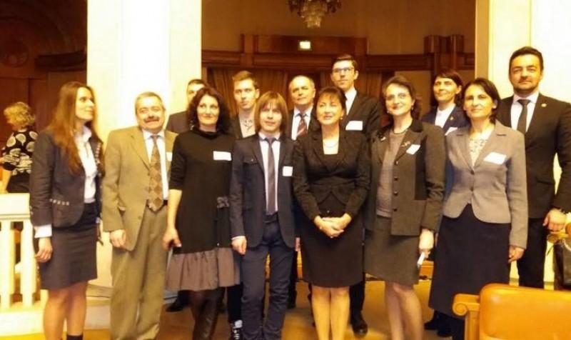Elevii botoșăneni olimpici, premiați de parlamentarul PSD Tamara Ciofu, au fost recompensați de ministrul Educației în cadrul unei ceremonii la Palatul Parlamentului