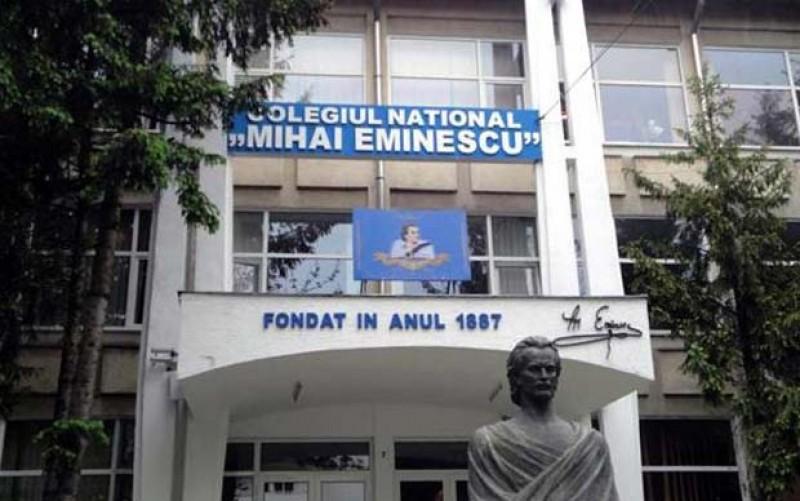 """Elevii Colegiului Național """"Mihai Eminescu"""" Botoșani vor să-și transmită mesajul până la Parlamentul European! """"Educația schimbă vieți"""", spun elevii colegiului!"""